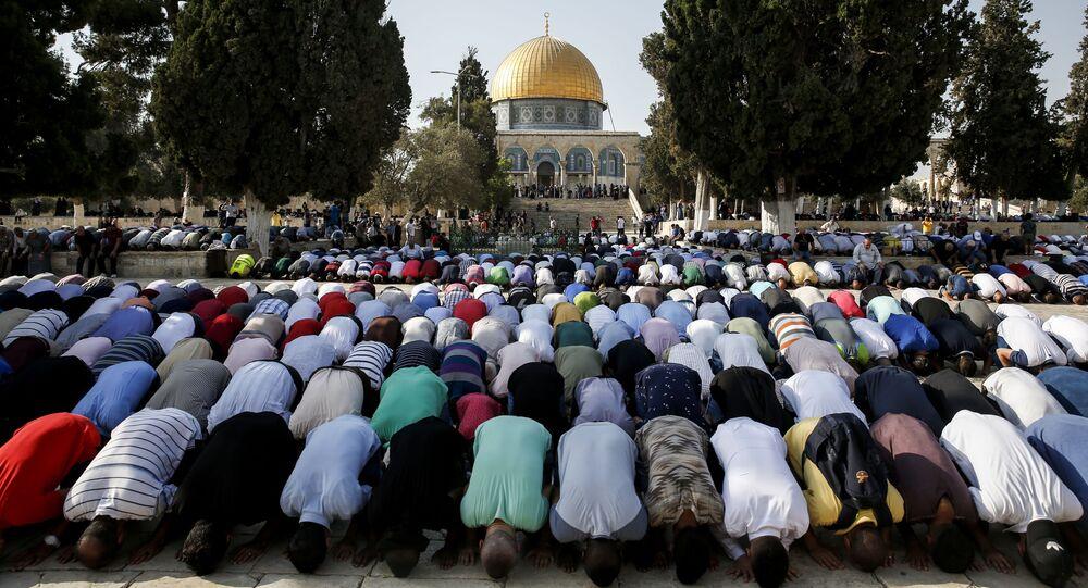 Muzułmanie modlą się na Wzgórzu Świątynnym w Jerozolimie