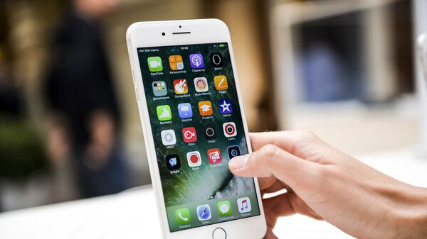 Nowy smartfon iPhone 7 w centrum handlowym w Moskwie - Sputnik Polska
