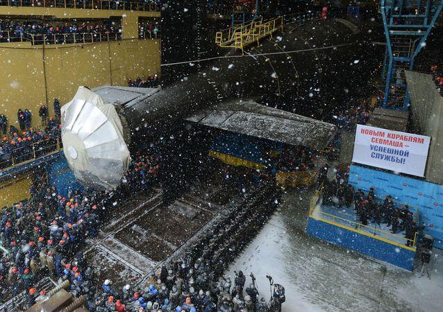 Uroczysta ceremonia wodowania podwodnego krążownika atomowego Kazań rosyjskiej marynarki wojennej w Siewierodwinsku