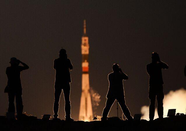 Start rakiety Sojuz MS-05