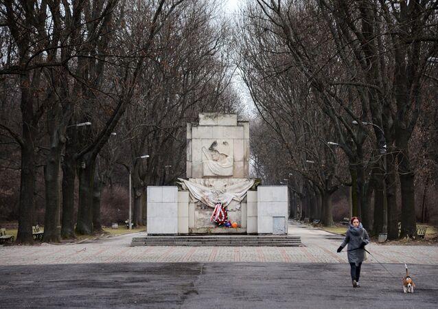 Pomnik Wdzięczności Żołnierzom Armii Radzieckiej w parku Skaryszewskiego w Warszawie