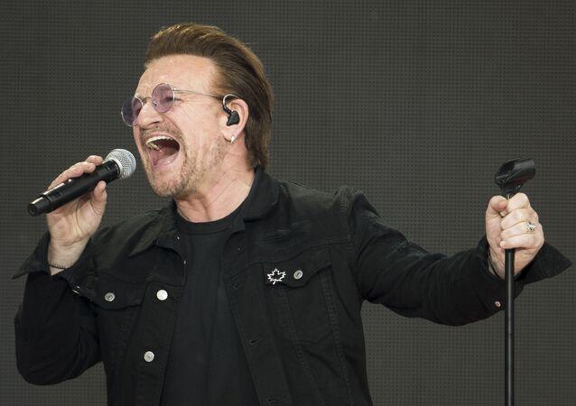 Lider irlandzkiego zespołu rockowego U2 Bono