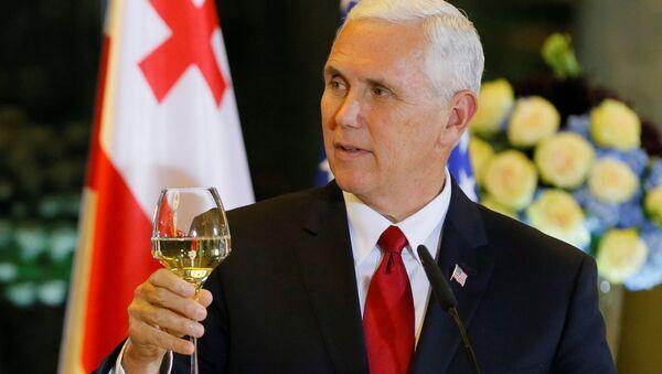 Wiceprezydent USA Michael Pence podczas wizyty w Gruzji - Sputnik Polska