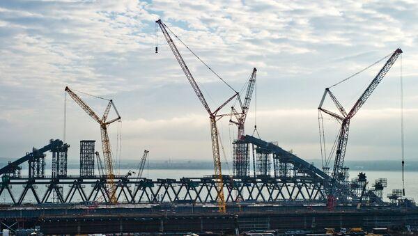 Budowa mostu przez Zatokę Kerczeńską na Krymie - Sputnik Polska