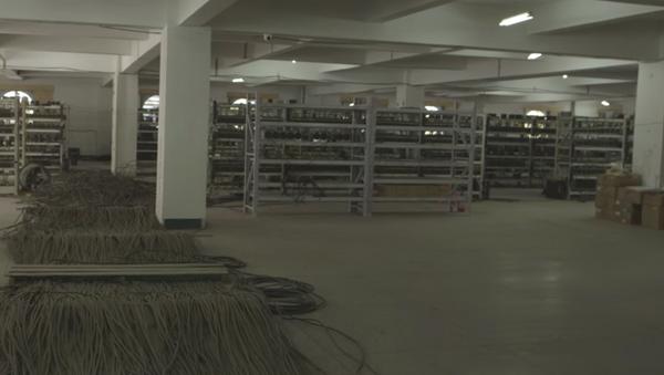 Miejsce wydobycia bitcoinów w Chinach - Sputnik Polska