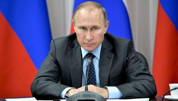 Prezydent Rosji Władimir Putin na spotkaniu poświęconym kwestiom realizacji dużych projektów inwestycyjnych na Dalekim Wschodzie - Sputnik Polska