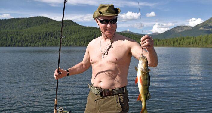 Władimir Putin wędkuje w górskich jeziorach w Republice Tuwa