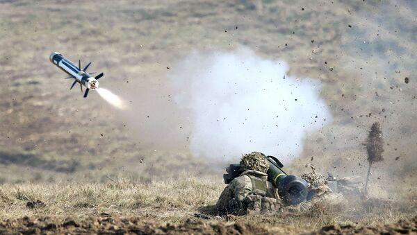Американские солдаты ведут огонь из переносного противотанкового ракетного комплекса Javelin - Sputnik Polska