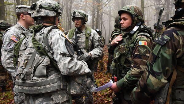 Amerykańscy i mołdawscy wojskowi podczas wspólnych ćwiczeń. Zdjęcie archiwalne - Sputnik Polska