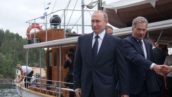 Prezydent Rosji Władimir Putin i prezydent Finlandii Sauli Niinistö po przejażdźce parostatkiem po jeziorze Pihlajavesi - Sputnik Polska