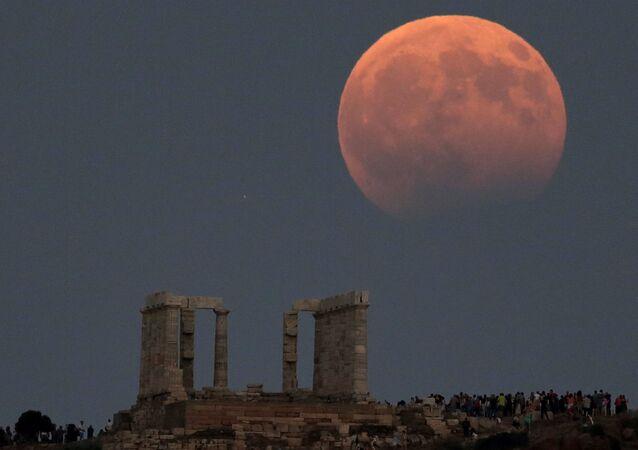 Częściowe zaćmienie Księżyca, Grecja