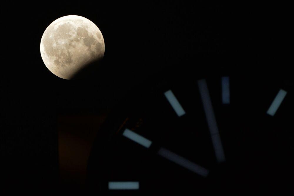 Częściowe zaćmienie Księżyca, Rosja