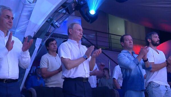 Władimir Putin podczas VIII Międzynarodowego Turnieju Sambo w Soczi - Sputnik Polska