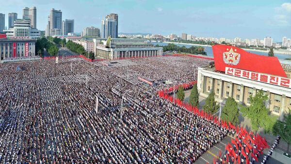 Miting przeciwko sankcjom ONZ w Pjongjangu - Sputnik Polska