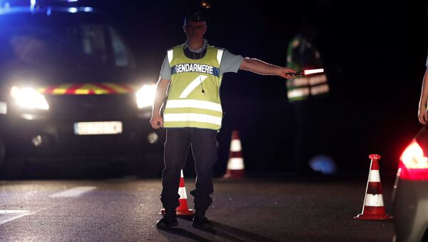 Policjant na miejscu zdarzenia. Paryż, Francja - Sputnik Polska