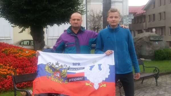 Jeden z czołowych aktywistów Braterstwa Polsko-Rosyjskiego Radosław Opoczka dalej w akcji, kontynuuje Ogólnopolską Walkę z Rusofobią pod szyldem Braterstwa Polsko-Rosyjskiego - Sputnik Polska