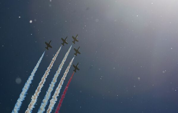 Pilotaż grupy Ruś na samolotach L-39 w Petersburgu - Sputnik Polska