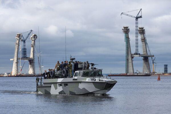 Rosyjski wicepremier Dmitrij Rogozin na statku wojskowym podczas uroczystego otwarcia VII Międzynarodowego Salonu Morskiej Techniki Wojskowej w Petersburgu - Sputnik Polska