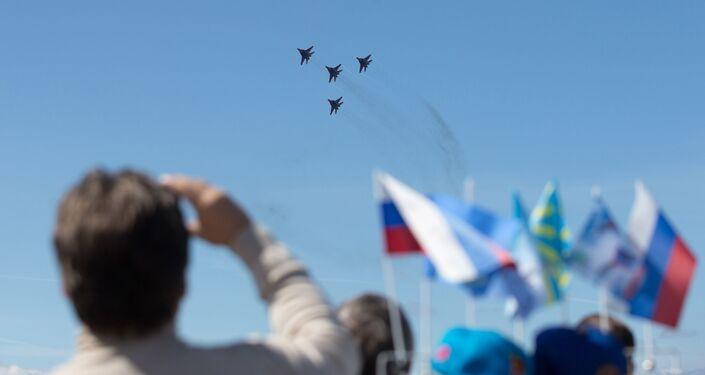 Pilotaż grupy Striżi na samolotach MiG-29 w Petersburgu