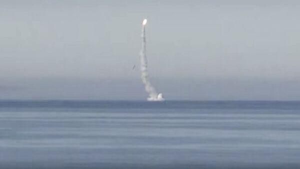 Start pocisku manewrującego Kalibr z atomowej łodzi podwodnej Siewierodwińsk na Morzu Barentsa - Sputnik Polska