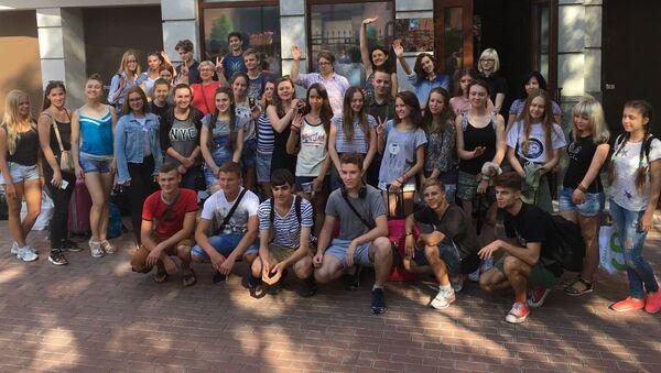 Ukraińscy uczniowie udają się do Moskwy i Petersburga w celu wzięcia udziału w programie oświatowym Rossotrudniczestwa Zdrawstwuj, Rossija! - Sputnik Polska
