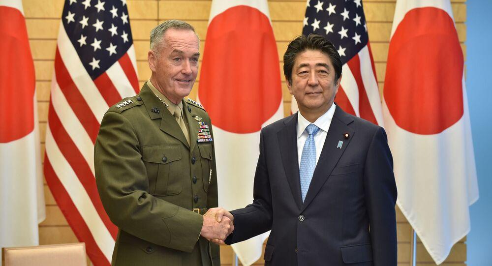 Przewodniczący Kolegium Połączonych Szefów Sztabów Sił Zbrojnych USA, generał Joseph Danford i premier Japonii Shinzo Abe
