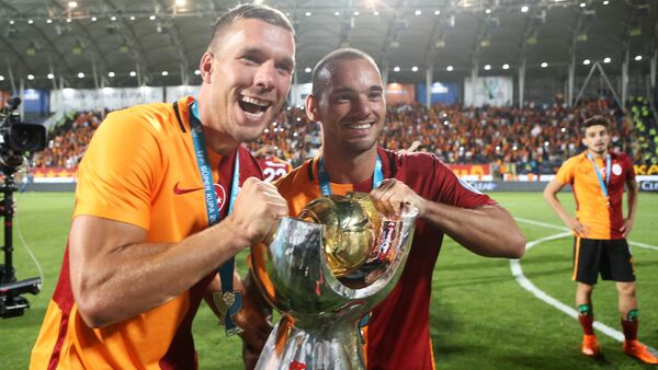 Lukas Podolski i Wesley Sneijder - Sputnik Polska