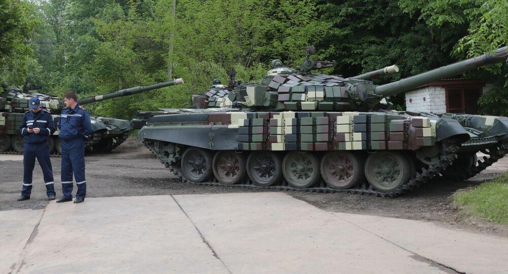 Czołgi T-64 na prezentacji sprzętu wojskowego, która odbyła się z okazji Dnia Europy na terenie Lwowskiego Zakładu Pancernego