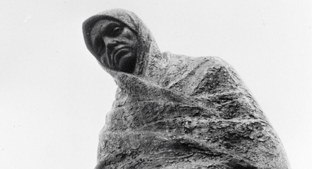 Pomnik rozpaczającej matki w miejscu obozu koncentracyjnego Sachsenhausen
