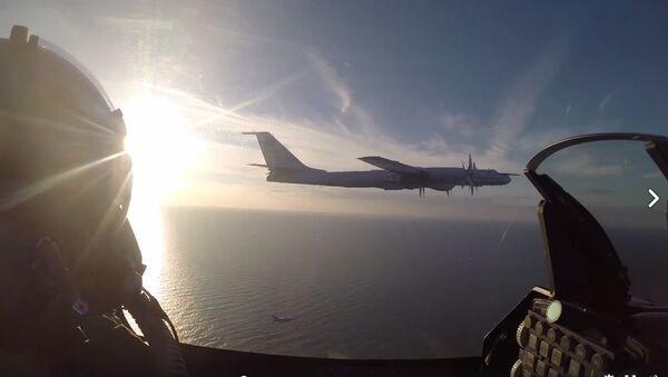 Przechwycenie rosyjskiego bombowca Tu-95 przez duńskich wojskowych nad Morzem Bałtyckim - Sputnik Polska