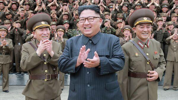 Przywódca Korei Północnej Kim Dzong Un w Pjongjangu - Sputnik Polska