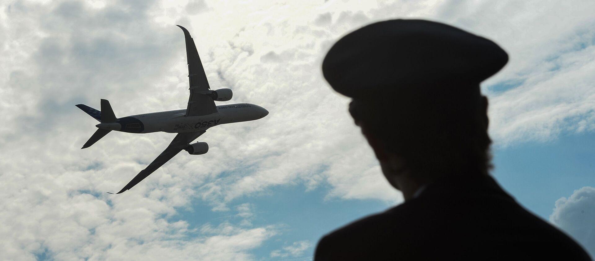 Samolot Airbus A350 podczas lotu pokazowego na Międzynarodowym Salonie Lotniczym i Kosmicznym MAKS 2015 w podmoskiewskim Żukowskim - Sputnik Polska, 1920, 22.07.2020