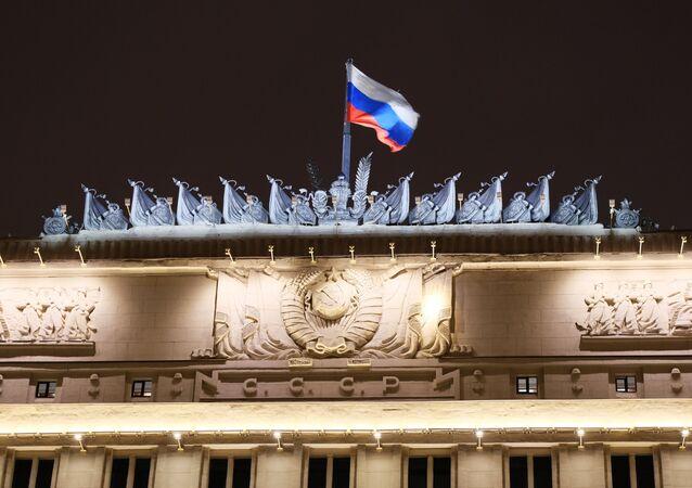 Flaga na budynku Ministerstwa obrony Rosji