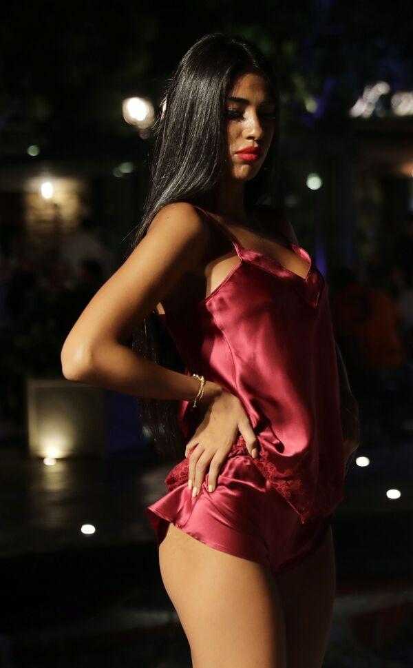 Modelka podczas prezentacji kolekcji bielizny na pokazie w Libanie - Sputnik Polska