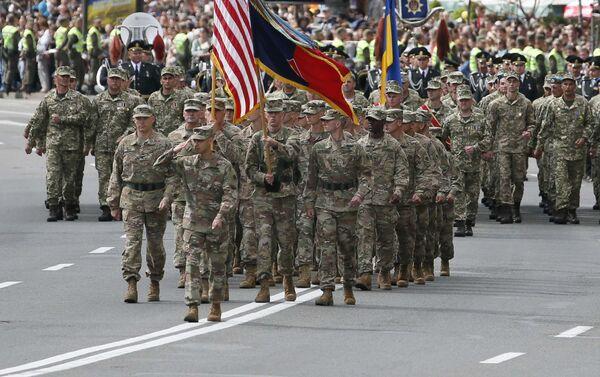 Amerykańscy wojskowi podczas parady na cześć Dnia Niepodległości Ukrainy w Kijowie - Sputnik Polska