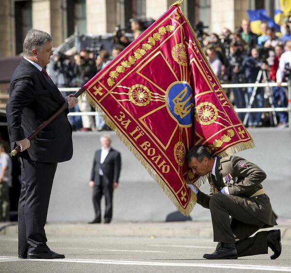 Prezydent Ukrainy na paradzie z okazji Dnia Niepodległości Ukrainy - Sputnik Polska