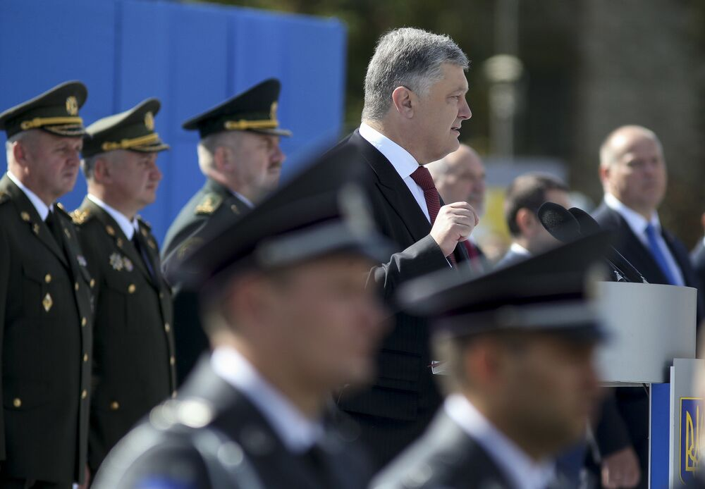Prezydent Ukrainy Petro Poroszenko na defiladzie z okazji Dnia Niepodległości w Kijowie