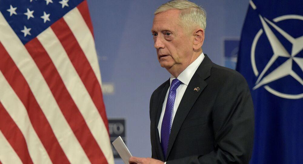 Sekretarz Obrony USA Jim Mattis w Brukseli