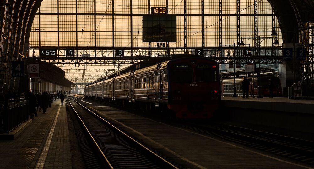 Pociąg REX na platformie Dworca Kijowskiego