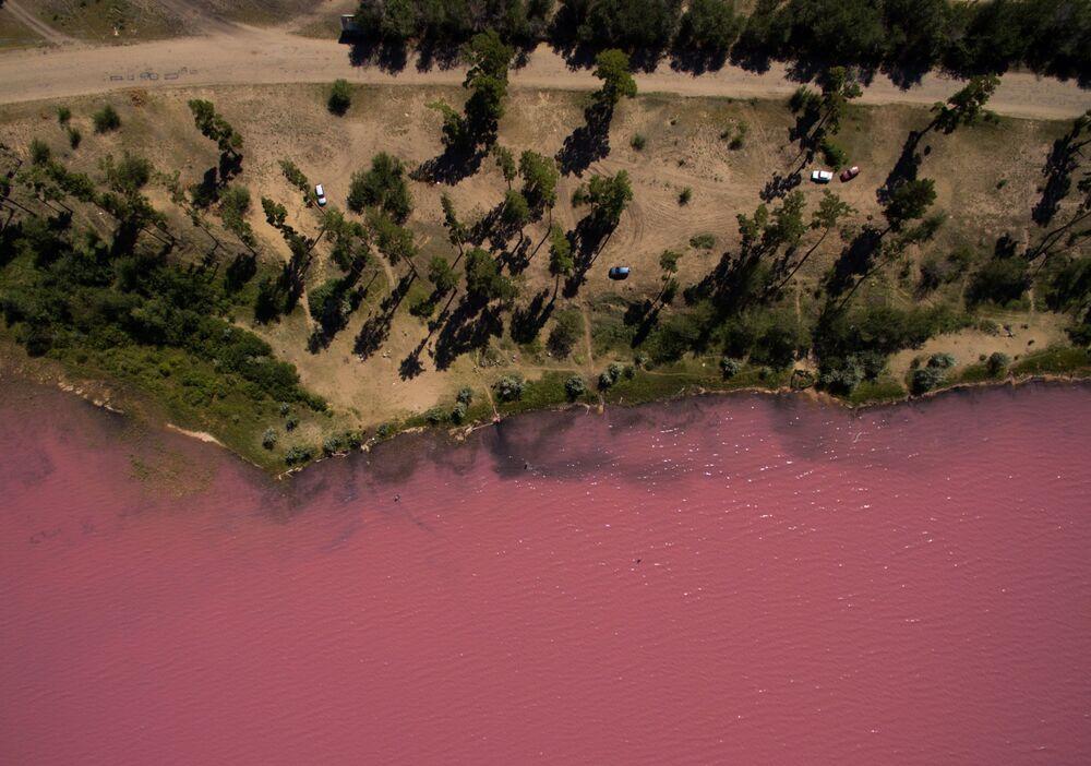 Gorzko-słone Malinowe jezioro w Kraju Ałtajskim