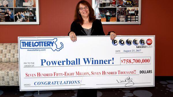 Amerykanka Mavis Wanczyk, która wygrał w loterii Powerball 758,7 milionów dolarów - Sputnik Polska