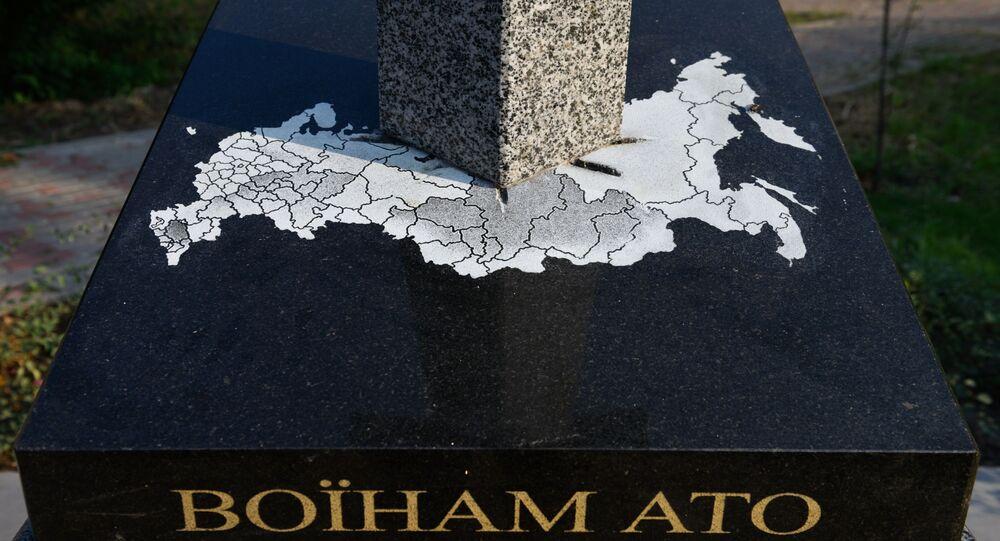 Pomnik ukraińskim funkcjonariuszom organów ścigania w formie wbitego w mapę Rosji miecza