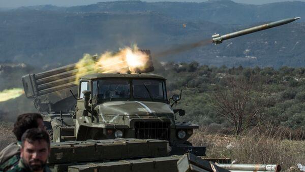 Artylerzyści syryjskiej armii na stanowiskach w prowincji Idlib w północno-zachodniej Syrii. Zdjęcie archiwalne - Sputnik Polska