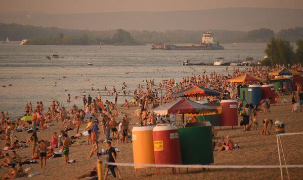 Na plaży nad brzegiem Wołgi w Samarze. - Sputnik Polska