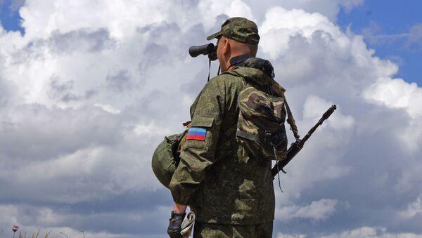 Milicja ludowa ŁRL na linii demarkacyjnej w Donbasie - Sputnik Polska