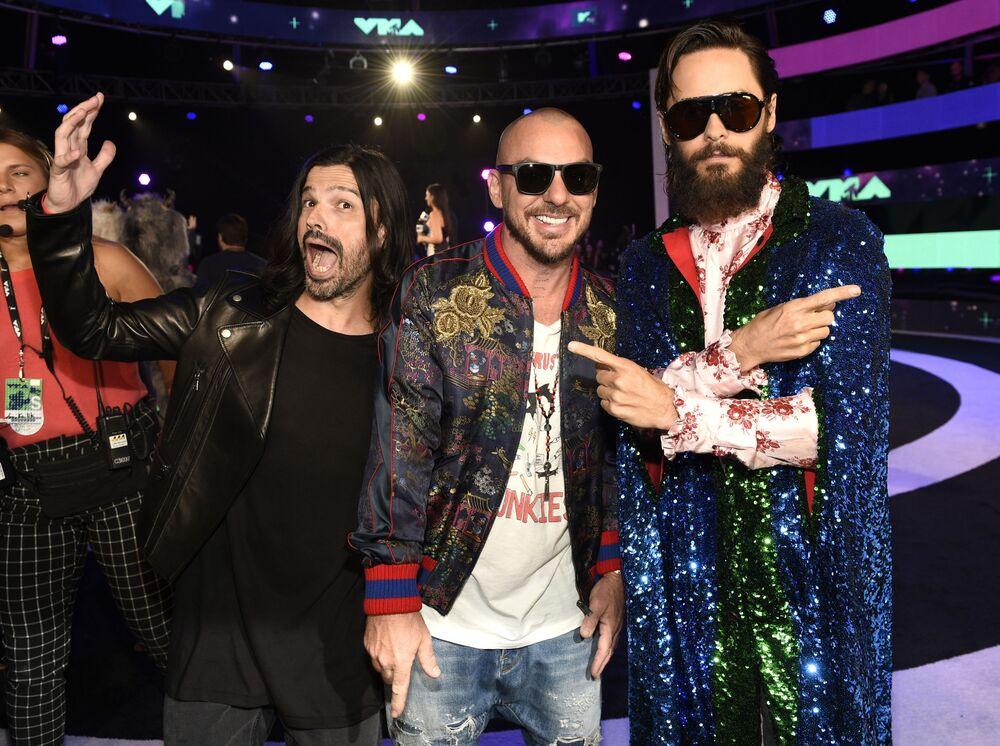 Tomo Miličević, Shannon Leto i Jared Leto na ceremonii wręczenia nagród MTV Video Music Awards 2017