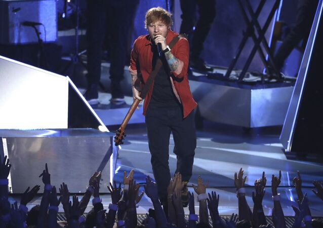 Ed Sheeran na ceremonii wręczenia nagród MTV Video Music Awards 2017