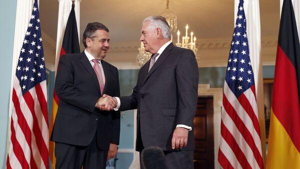 Minister spraw zagranicznych Niemiec Sigmar Gabriel i sekretarz stanu USA Rex Tillerson. Zdjęcie archiwalne - Sputnik Polska
