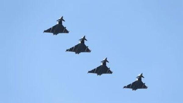 Myśliwve Eurofighter Tajfun Sił Powietrznych Wielkiej Brytanii w czasie manewrów Arctic Challenge w Norwegii - Sputnik Polska