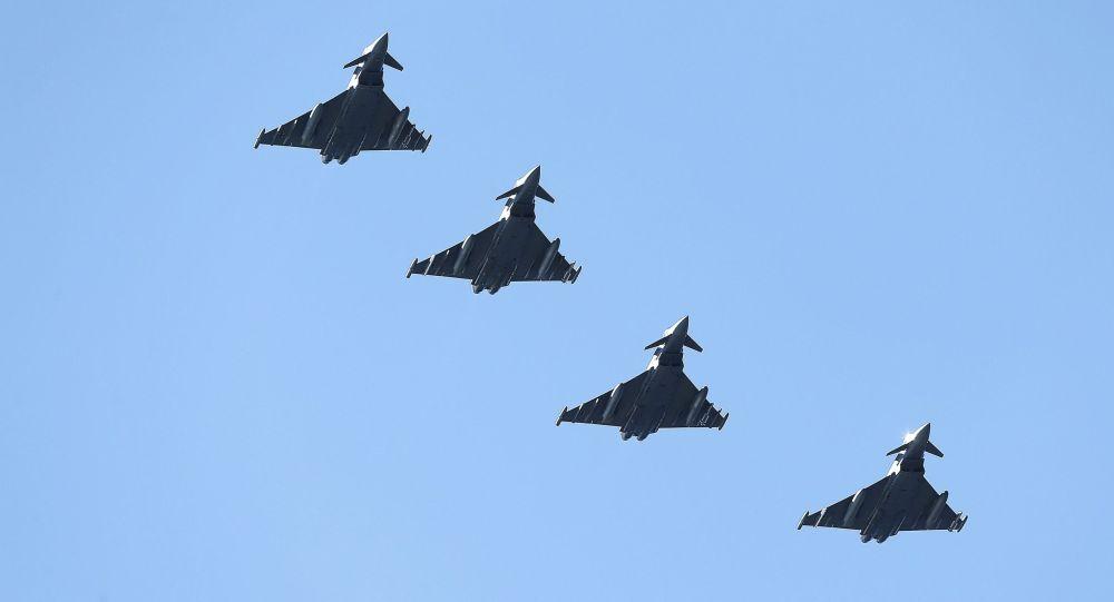 Myśliwve Eurofighter Tajfun Sił Powietrznych Wielkiej Brytanii w czasie manewrów Arctic Challenge w Norwegii